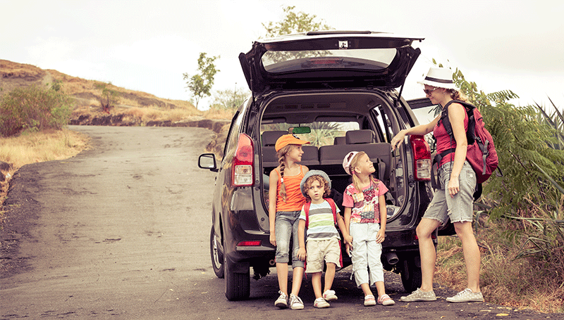 Things to do while traveling your kids